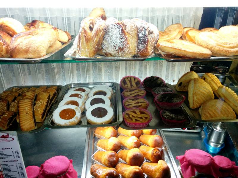 Italian Pastries - 9 Best Made in Italy Dishes